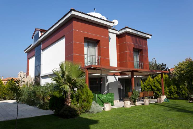 Mimkare İçmimarlık Ltd. Şti. - E. BUYUKKOKDERE SAHILEVLERI EV: translation missing: tr.style.teras.modern tarz Teras
