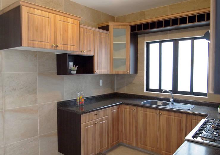 rustic Kitchen by Amarillo Interiorismo