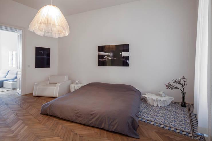 HM Wohnung mit schlichtem Wohnzimmer