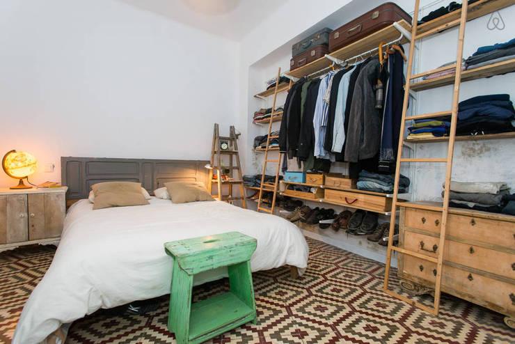 Camera da letto in stile in stile Scandinavo di saudade muebles