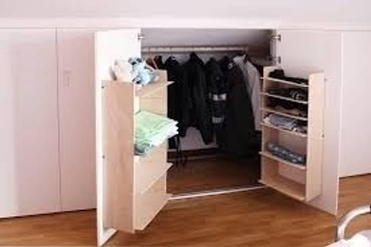 soluzione salvaspazio armadio: Camera da letto in stile in stile ...