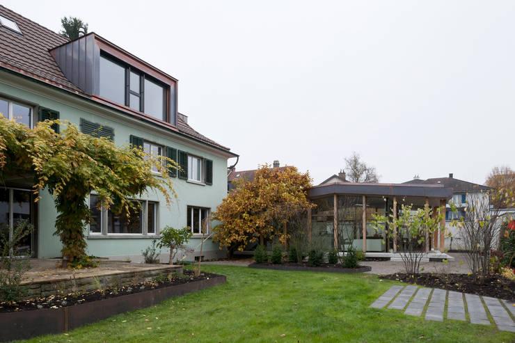 Klassieke woning krijgt moderne uitbreiding - Uitbreiding huis glas ...