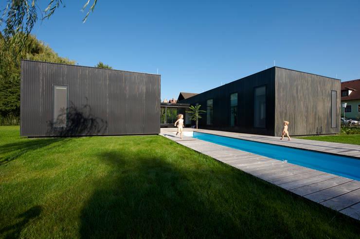 homify 360 drie kleine zwarte huizen in zellerndorf. Black Bedroom Furniture Sets. Home Design Ideas