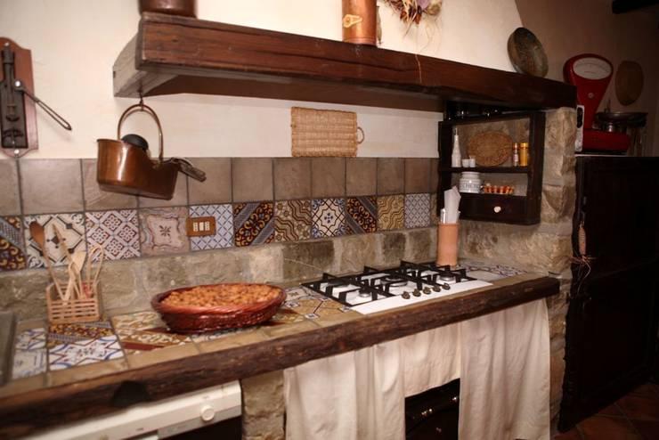 Cucine in muratura 10 idee che vi faranno innamorare - Piano lavoro cucina legno ...
