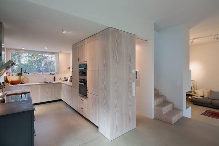 innenarchitektonisches konzept eines holzhauses in berlin. Black Bedroom Furniture Sets. Home Design Ideas