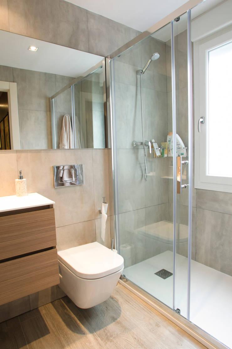 Reforma Baño Infantil:Reforma de vivienda integral ELEGANT BAÑO: Baños de estilo moderno