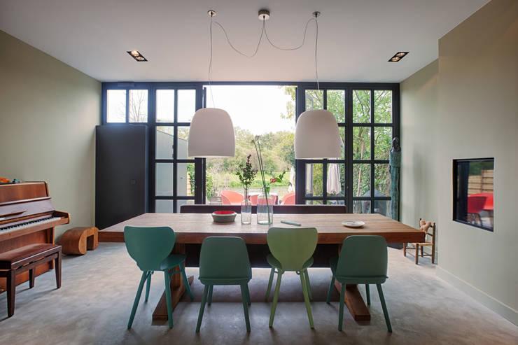 Moderne keuken in herenhuis woondecoratie royalty vrije foto s plaatjes beelden en stock - Moulure architectuur ...