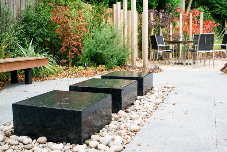 Jardines de estilo moderno por Rosemary Coldstream Garden Design Limited