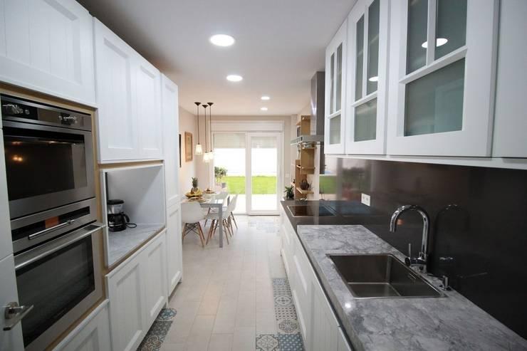 Encimeras de granito una pieza nica for Mobiliario de cocina precios