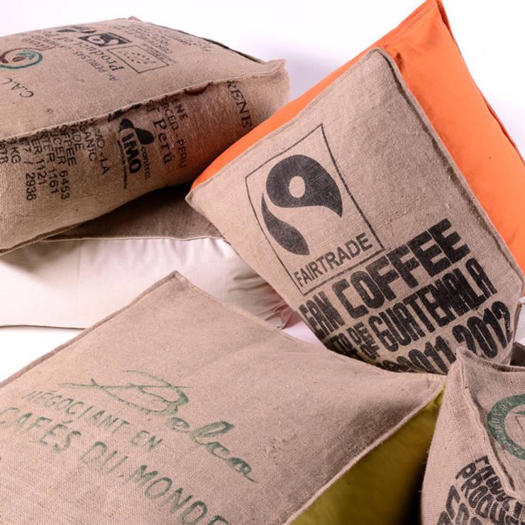 poufs et coussins en toile de jute et coton par cabane. Black Bedroom Furniture Sets. Home Design Ideas