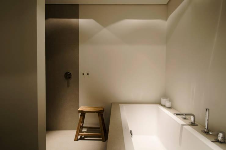 Voor na van oude doucheruimte naar moderne badkamer - Zen doucheruimte ...