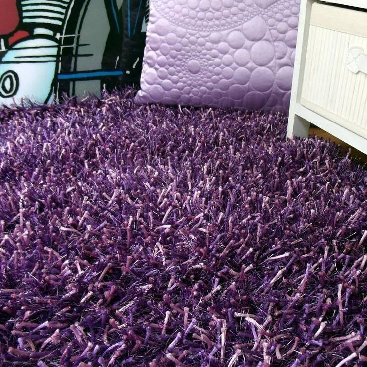 Vestir suelos con alfombras de hilo multicolores de for Alfombras de hilo