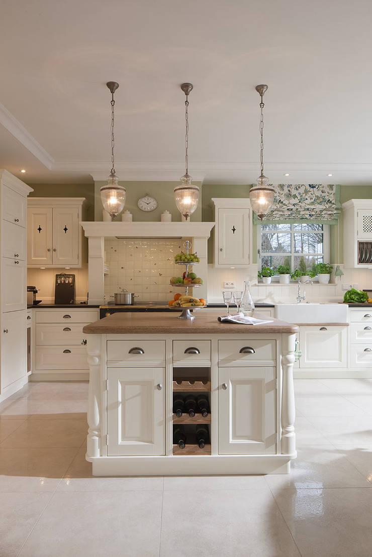 klassisches landhaus mit stil und charme von beinder schreinerei wohndesign gmbh homify. Black Bedroom Furniture Sets. Home Design Ideas