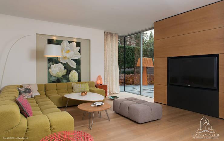 Wohnzimmer moderne Wohnzimmer von Langmayer Immobilien & Home Staging