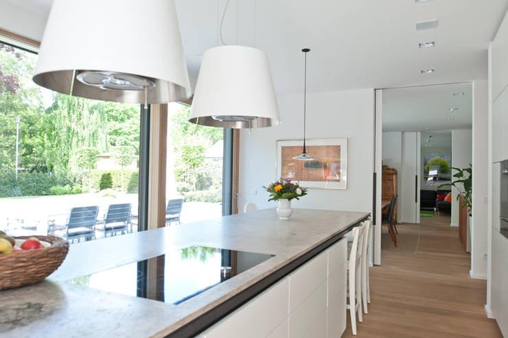 In düsseldorf moderne küche von architekturbüro j j viethen