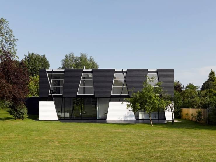 Einfamilienhaus einrichten Möbel skandinavischer Wohnstil moderne Stühle