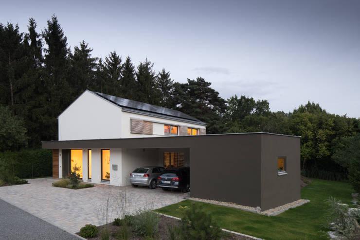 traumhaus f r eine vierk pfige familie. Black Bedroom Furniture Sets. Home Design Ideas