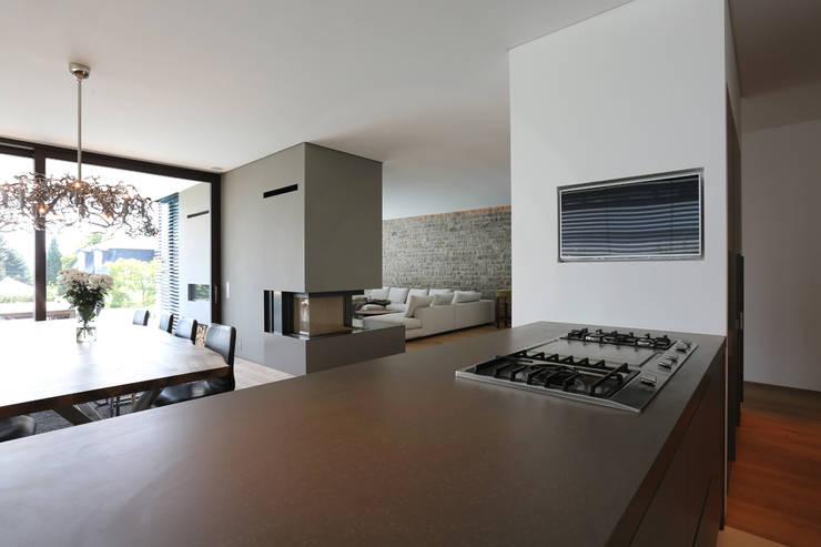 Moderne villa mit pool for Architekten wohnzimmer