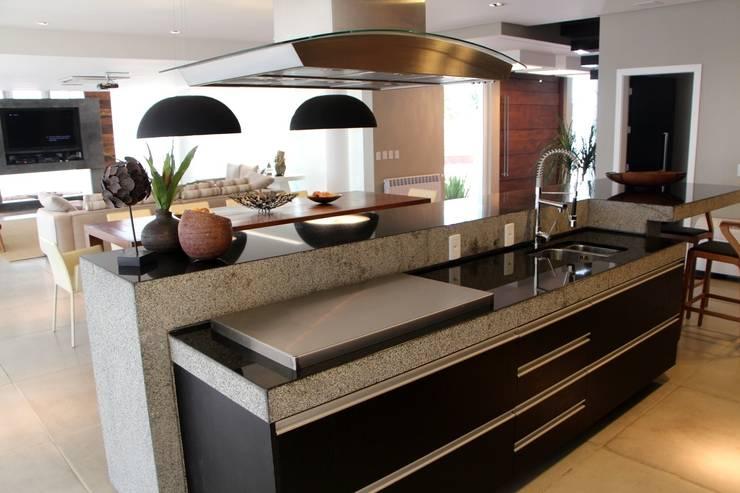 Cocinas de estilo moderno de Arq. Leonardo Silva