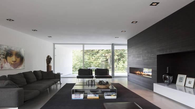 Eigentijdse bungalow: moderne Woonkamer door Lab32 architecten