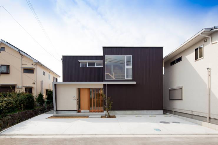 Projekty, nowoczesne Domy zaprojektowane przez 一級建築士事務所 想建築工房