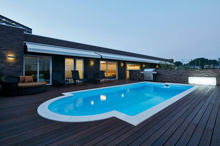 庭_プール: Mアーキテクツ|高級邸宅 豪邸 注文住宅 別荘建築 LUXURY HOUSES | M-architectsが手掛けたtranslation missing: jp.style.庭.modern庭です。