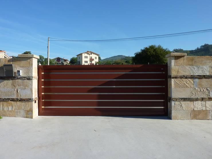 14 portones para una fachada espectacular for Cancello scorrevole moderno