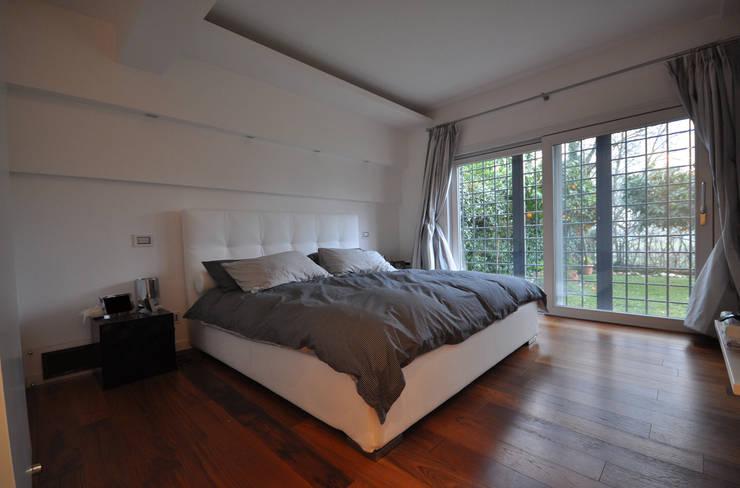 Idee color crema e panna per la camera da letto - Camera da letto con parquet ...