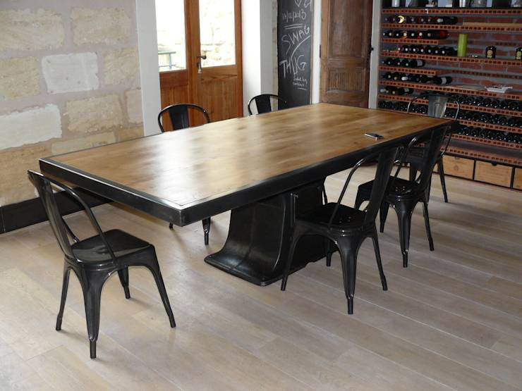 Table industrielle pied central fonte par mai homify for Table de salle a manger pied central