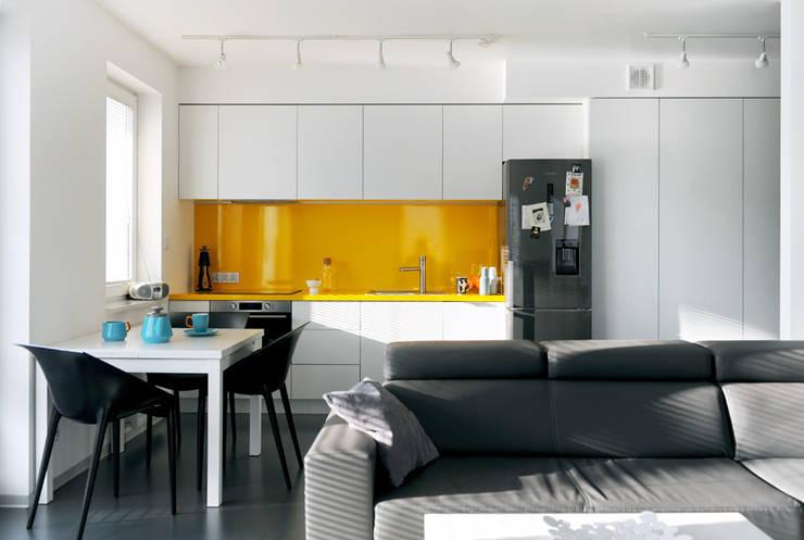Mieszkanie Bażantowo: styl translation missing: pl.style.kuchnia.minimalistyczny, w kategorii Kuchnia zaprojektowany przez musk collective design