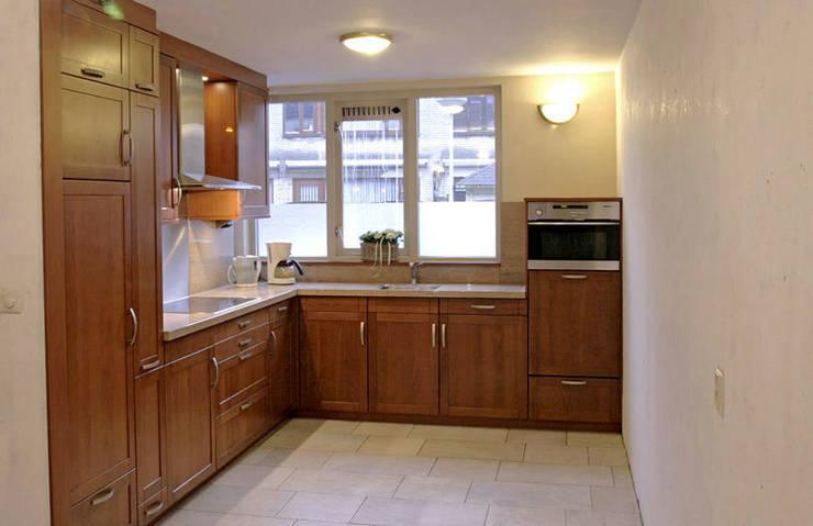Kersenhouten keukenkasten schilderen in onze keukenspuiterij door Eurobord Keukenspuiterij en