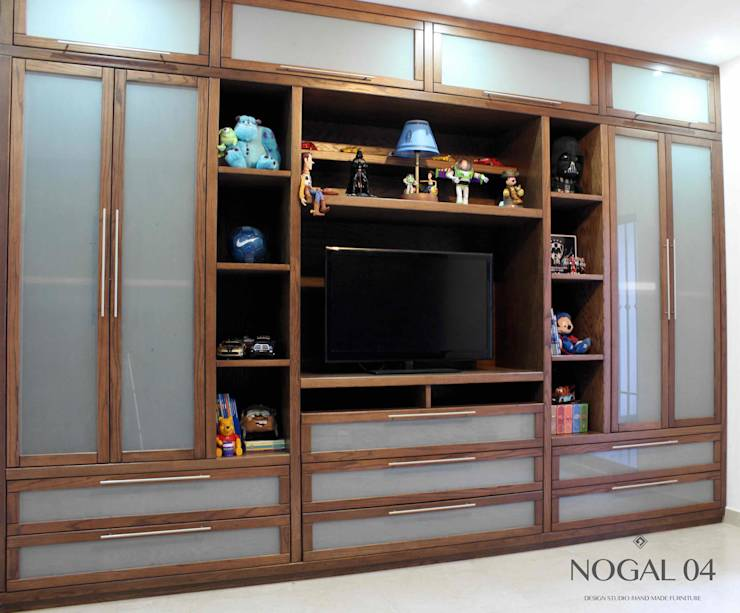 Closets de nogal 04 homify for Closet modernos con zapatera