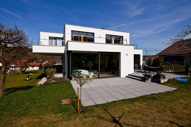 neubau einfamilienhaus mit doppelgarage in lorch baden w rttemberg von br gel eickholt. Black Bedroom Furniture Sets. Home Design Ideas