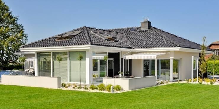 Dom w Amarantusach : styl , w kategorii  zaprojektowany przez Abakon sp. z o.o. spółka komandytowa