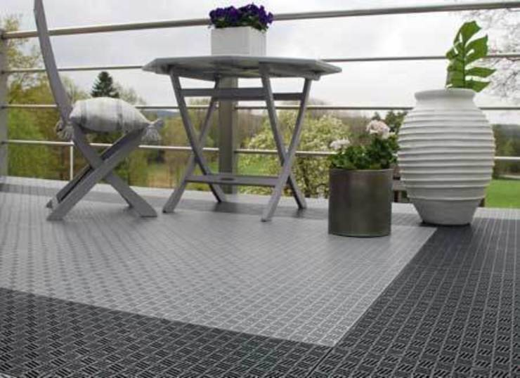 Outdoor flooring by tacttiles flooring homify for Balcony translate