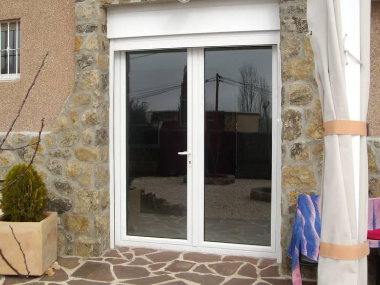 6 materiales para una puerta exterior sublime for Puertas economicas para exterior