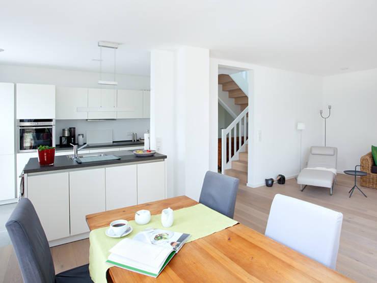 minimalistic Kitchen by Müllers Büro