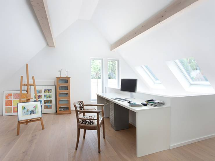 minimalistic Study/office by Müllers Büro