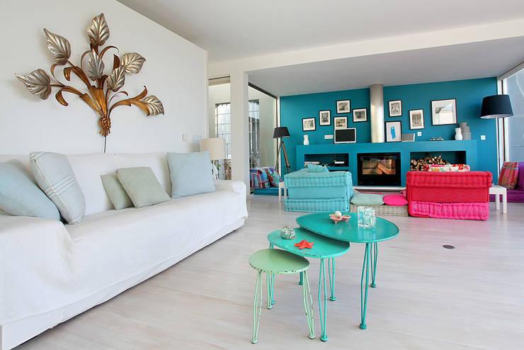 Dunkle farben in kleinen r umen so geht 39 s for Farbliche raumgestaltung wohnzimmer