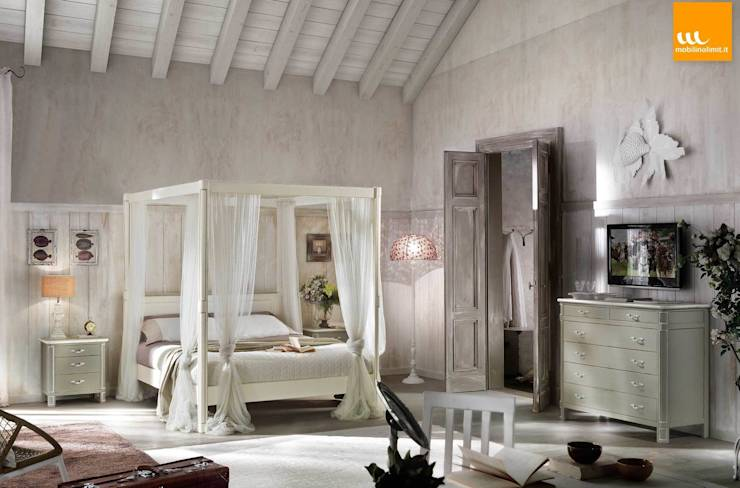 Camera Shabby Chic con letto a baldacchino: Camera da letto in stile ...