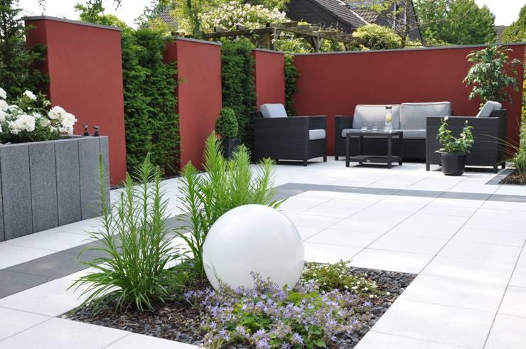 kleine gärten bepflanzen: mini oasen pflanzen für kleine gärten, Garten Ideen