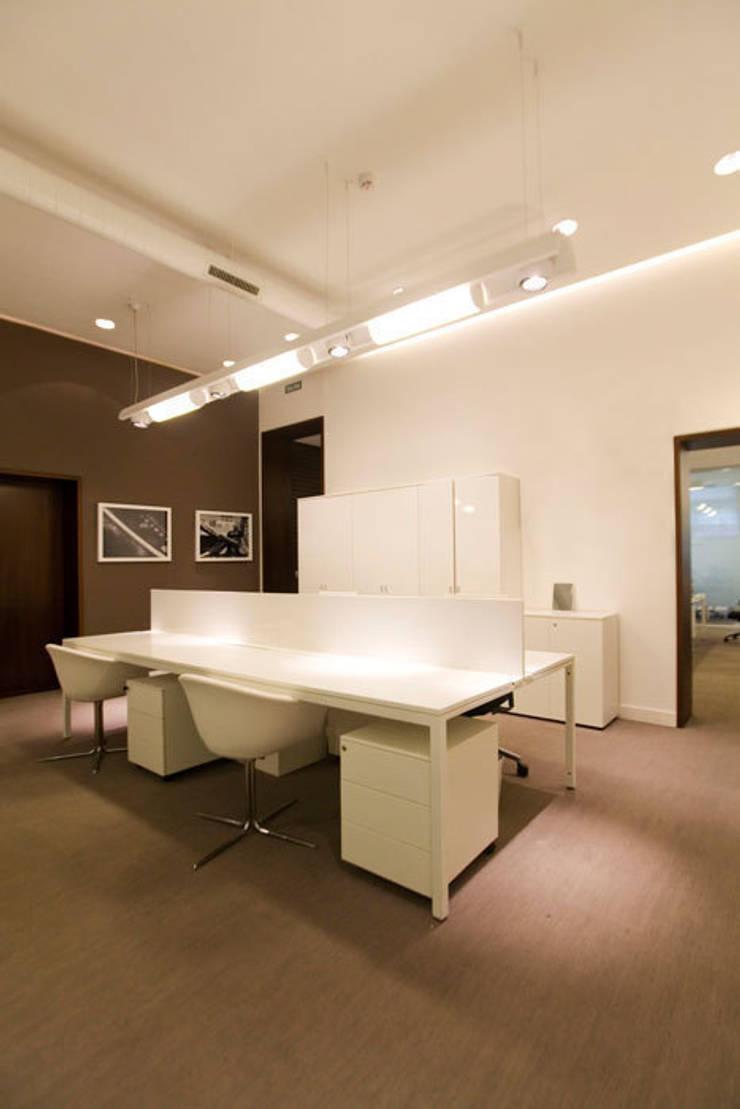 Dise o de oficina moderno y actual en madrid por sube for Interiorismo oficinas