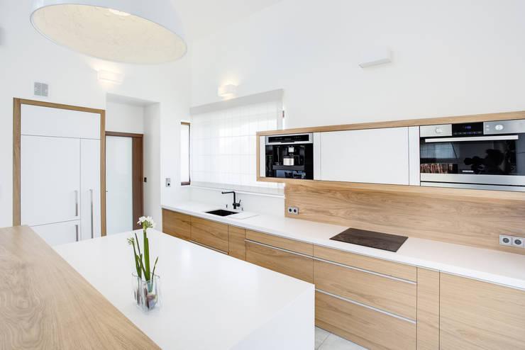 20 cocinas de madera bellas y modernas for Cocinas claras modernas
