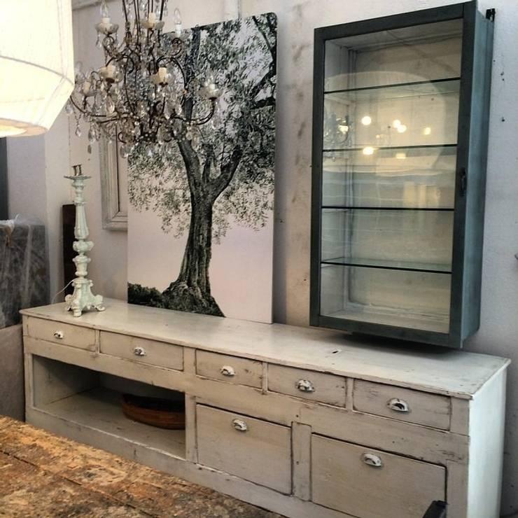 Tra classico e moderno la vetrinetta per la casa for Mobili per la sala
