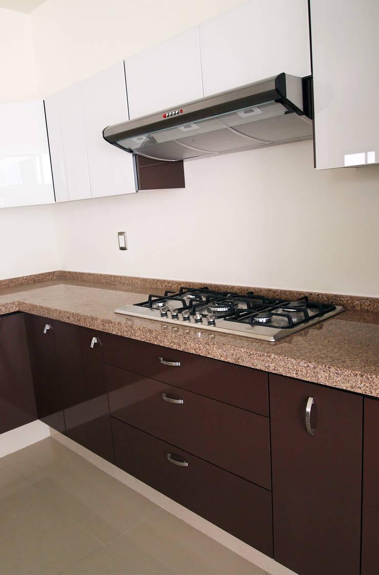 Cocinas de amarillo interiorismo homify for Cocinas con granito gris