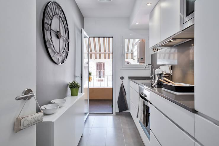 10 trucos para sacar partido a una cocina estrecha for Cocinas angostas y largas