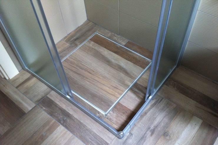 Piatti doccia filo pavimento rivestiti in gres mosaic marmo spatolati e resine di modularte srl - Rivestire piatto doccia ...