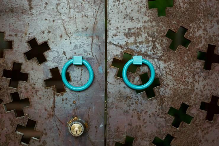 Puertas y ventanas de estilo industrial por Alvaro Moragrega / arquitecto