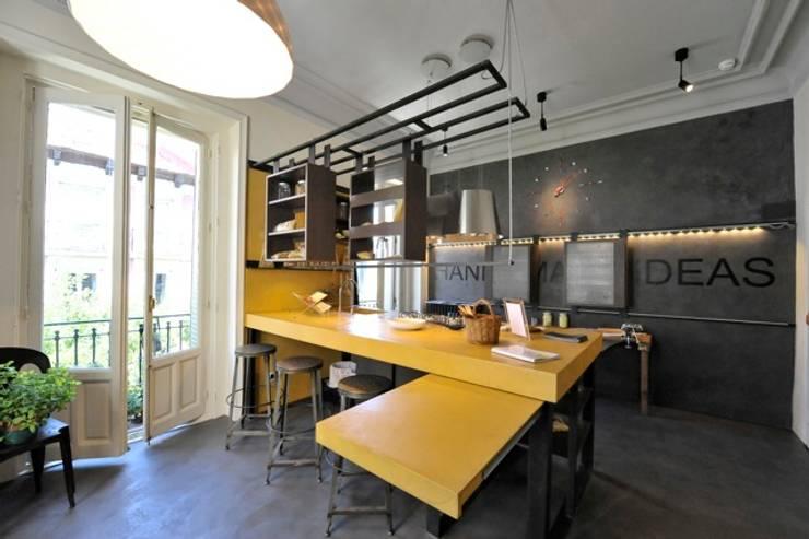 Las cocinas se llevan bien con el cemento for Estructura de una cocina industrial