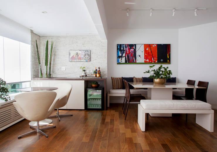 Comedores de estilo moderno por Helô Marques Associados